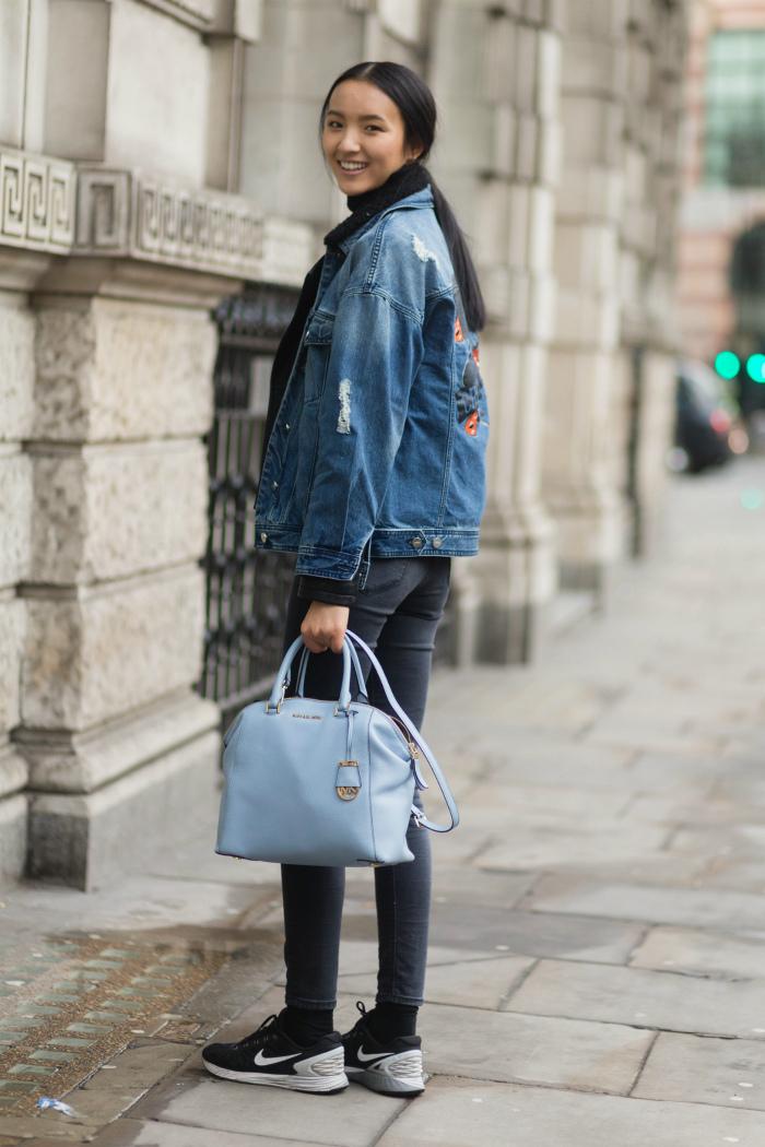5237b451dc2b Замечательный голубой цвет способен освежить дамский образ и придать ему  особое очарование. Нежная расцветка может быть нанесена как на одежду, ...