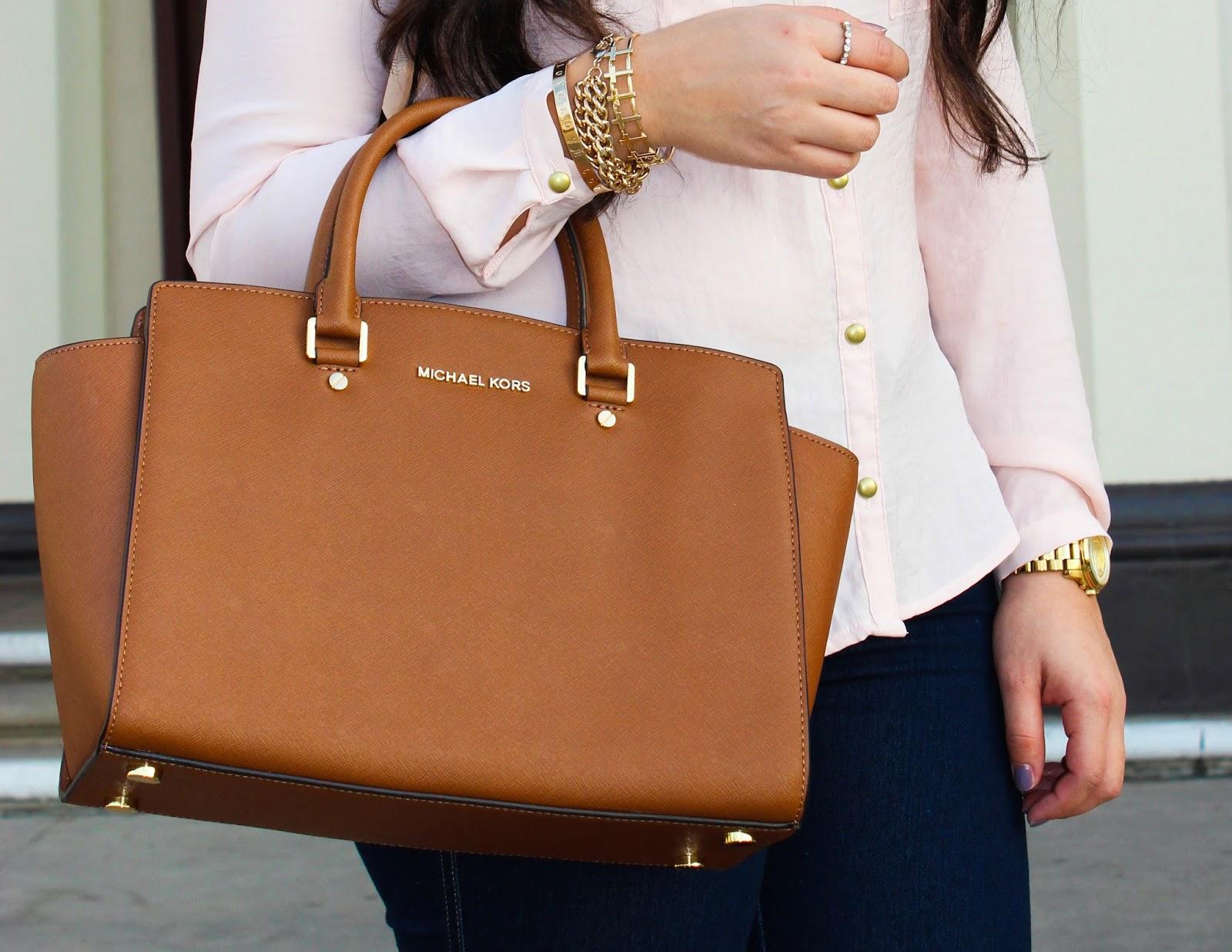 da967b072662 С их помощью можно создать очень красивые и женственные образы. Сегодня мы  поговорим о модных сумках коричневого цвета, которые относятся к вечной  классике.