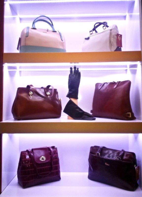 472d3370b96c Торговая марка Francesco Molinary производит разнообразные варианты,  отвечающие профессиональным потребностям деловых женщин.
