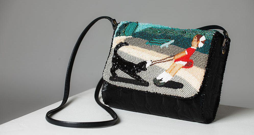 17e3fc9ef453 Многообразие форм и расцветок позволяет создавать самые красивые и  необычные вышивки своими руками. Во многом, благодаря этому сумки, вышитые  бисером ...