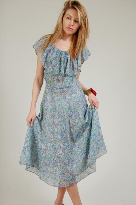 6b766e8542a3736 Модницам нравится вид готового изделия, они считают, что пошив сарафана без  использования выкройки - это море идей, благодаря которым летом можно  выглядеть ...