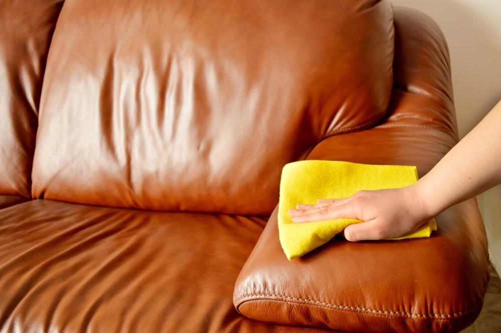 Как помыть белый диван в домашних условиях 589