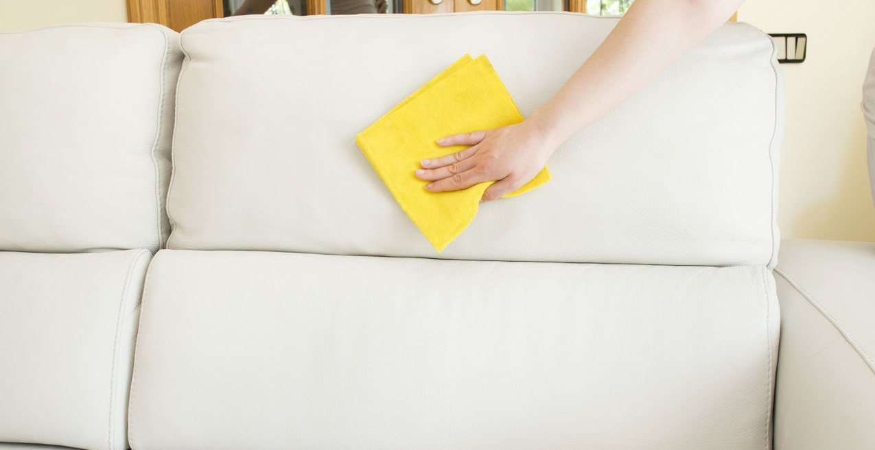 Чем почистить подлокотники дивана от грязи в домашних условиях 97