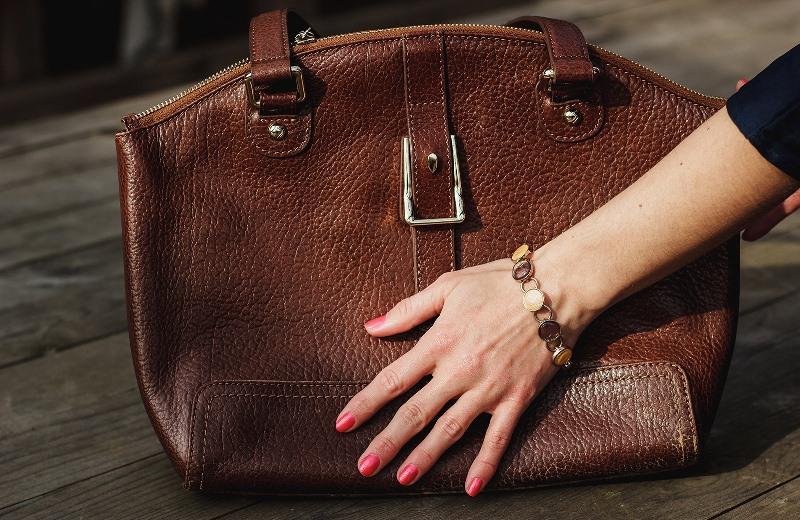 1da4430389e3 К счастью каждой модницы, решить данную задачу не так уж и сложно:  достаточно знать, как почистить кожаную сумку в домашних условиях, ...