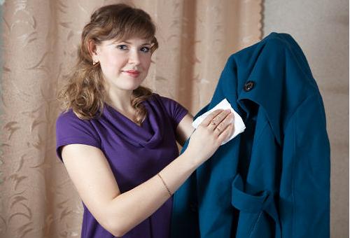 Как почистить драповое пальто в домашних условиях без стирки? 15 фото Чем удалить загрязнения с воротника, как дома привести изделие в порядок