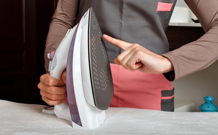 Чистка подошвы утюга с тефлоновым покрытием