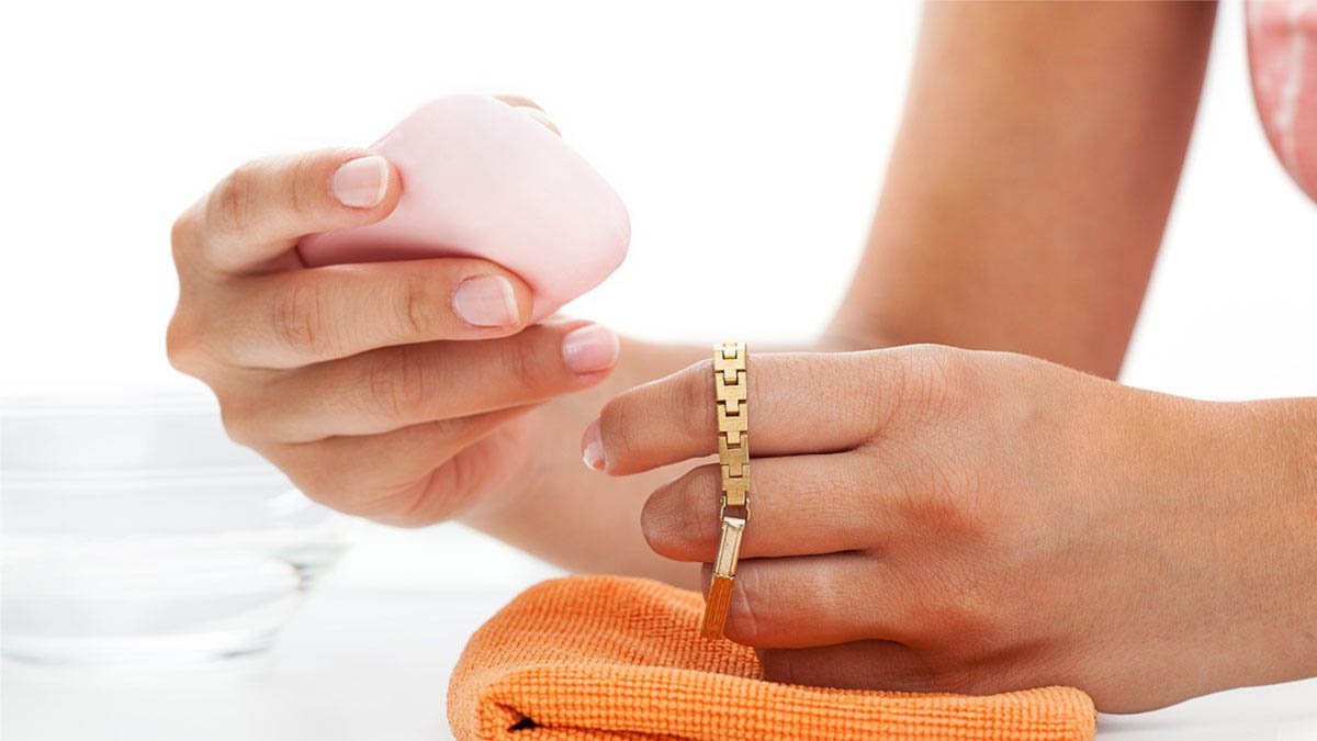 Как почистить золотую цепочку в домашних условиях? 28 фото Чем быстро и эффективно вымыть от черноты браслеты и цепи