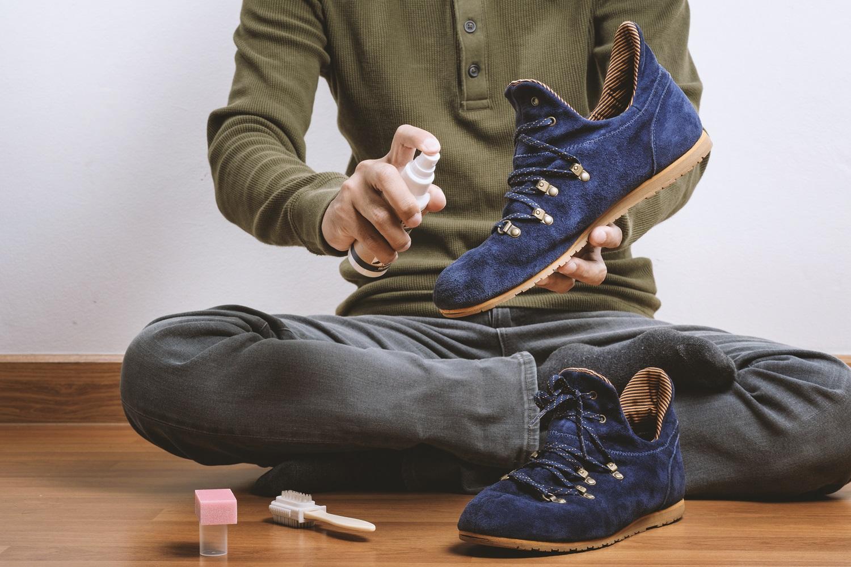f34a04460 ... кроссовки быстро пачкаются и их не так-то просто привести в порядок.  Но, если знать некоторые правила, то вы легко сможете избавить свою обувь  от пятен ...
