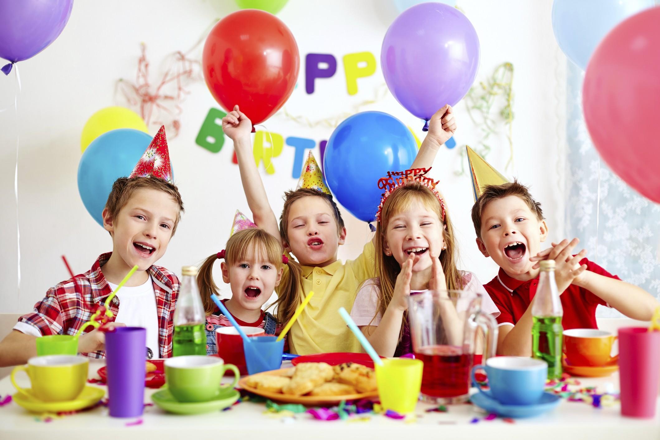 Как украсить детский стол на День рождения, детский праздник? Оформление и сервировка детского стола на День рождения своими руками: идеи, фото