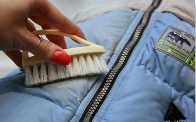 Как вывести жирное пятно с куртки в домашних условиях?
