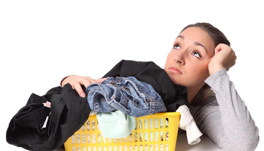 Чем оттереть монтажную пену от одежды
