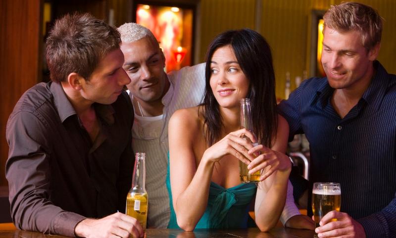 два мужика и одна девушка домашнее смотреть онлайн вовки