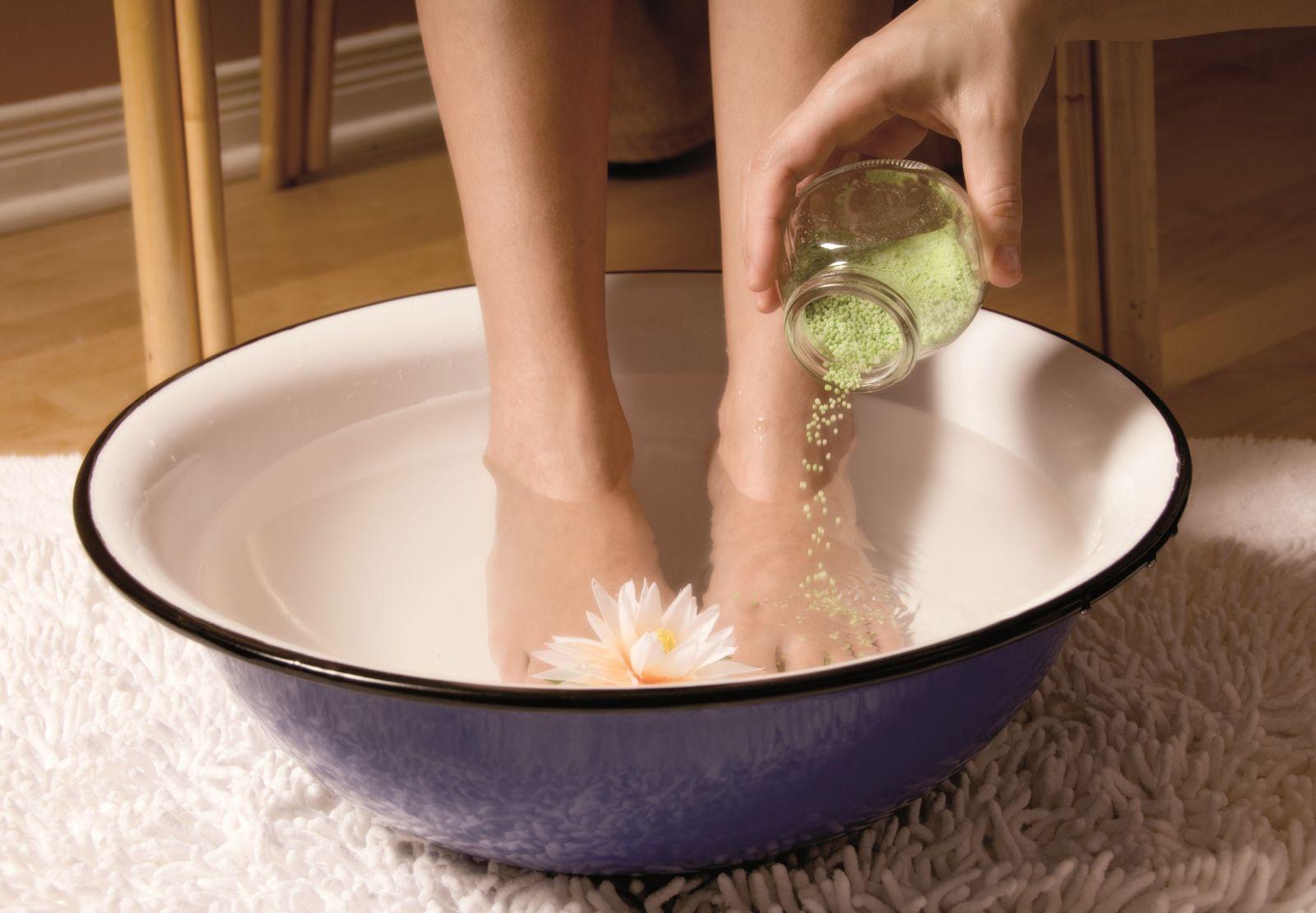 Соленая вода для ног