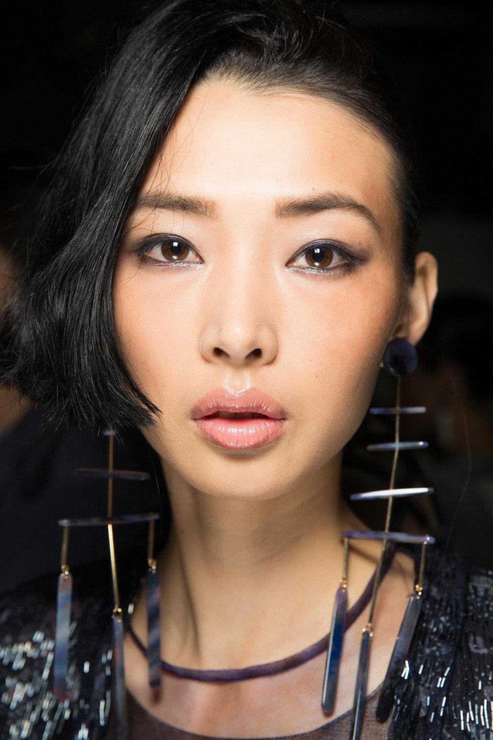 Миндалевидные глаза азиатки