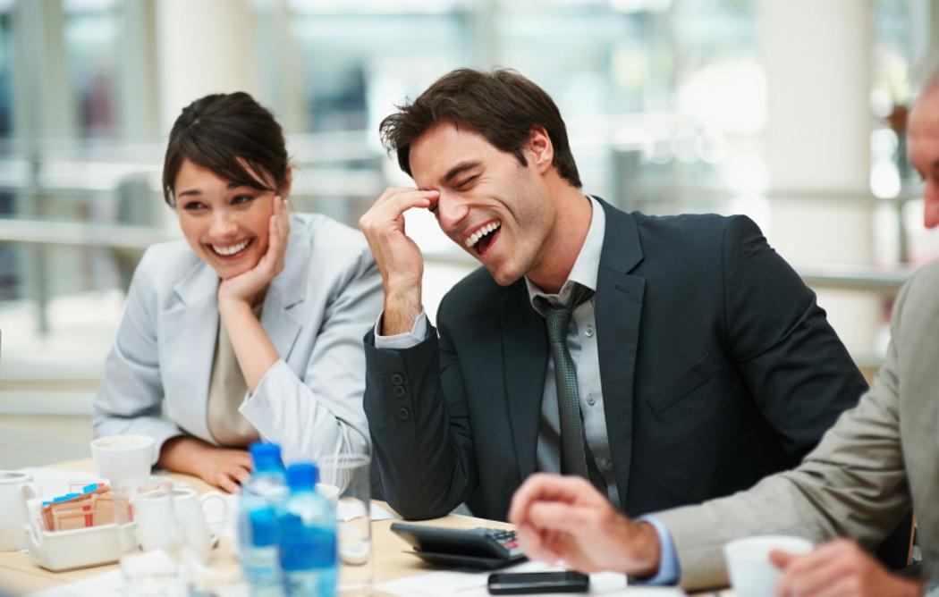 как живется с коллегой по работе еще зависал перед