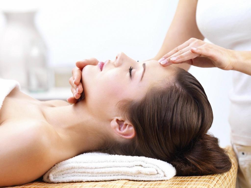 Эффективный подтягивающий массаж лица