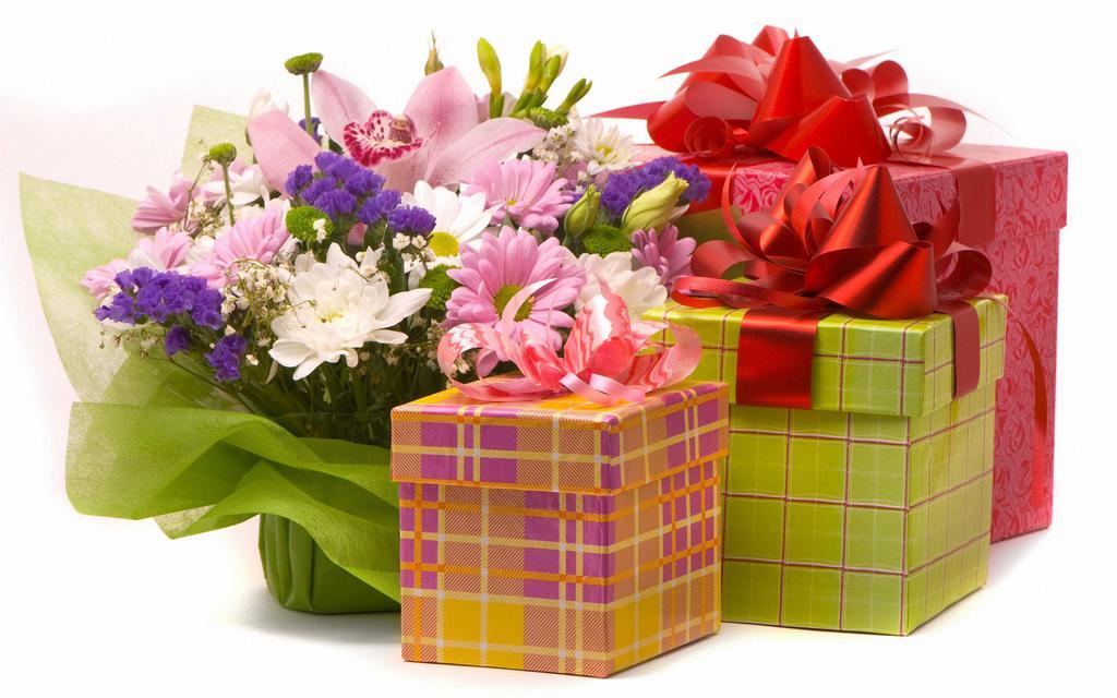 Открытка с подарками на день рождения, рисунки