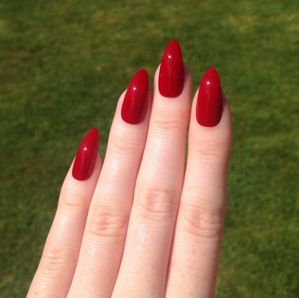 приобрести острые ногти с красным дизайном фото пыль еще