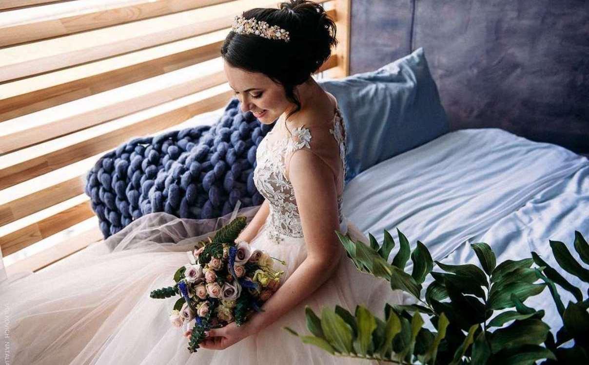 kak-sdelat-originalnyj-buket-nevesty-iz-zhivyh-cvetov Свадебный букет своими руками. Как сделать букет невесты из атласных лент? Свадебный букет из роз, пионов, тюльпанов