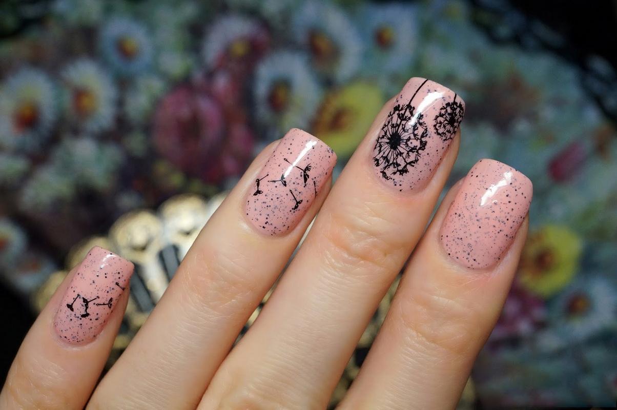 Рисунки одуванчиков на ногтях