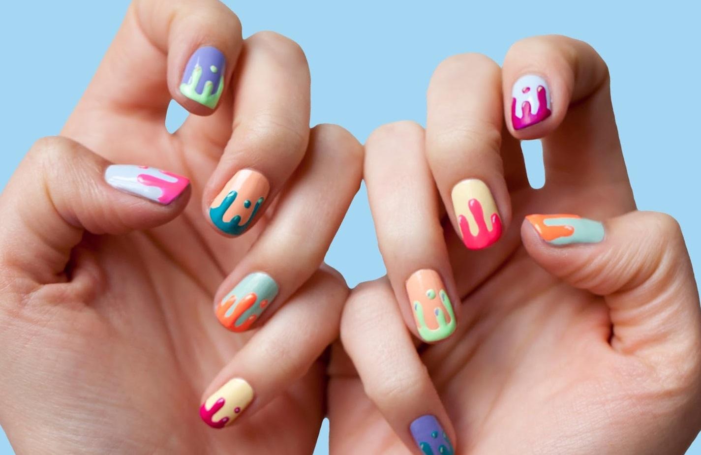 Длинные ногти – это стильно и сексуально, поэтому многие девушки предпочитают нарощенные ногти коротким.