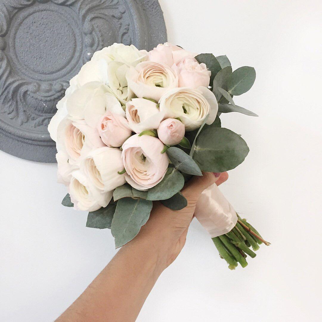 Арка свадебная с синими цветами