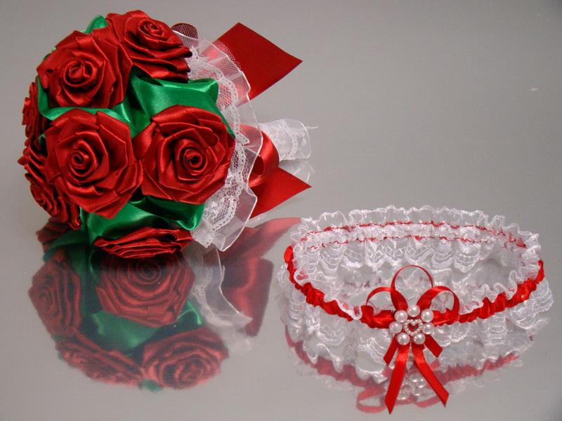 svadebnyj-buket-iz-lent-izgotovlenie-svoimi-rukami-i-idei-oformleniya-13 Свадебный букет своими руками. Как сделать букет невесты из атласных лент? Свадебный букет из роз, пионов, тюльпанов