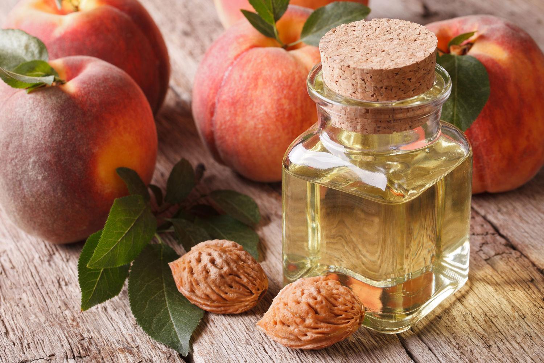 Персиковое масло для лица: свойства и применение в косметологии
