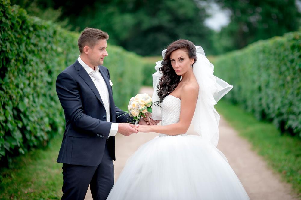 обычные свадебные фото скульптурной композиции любят