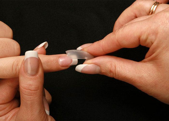 Типсы для наращивания ногтей: их виды и как клеить