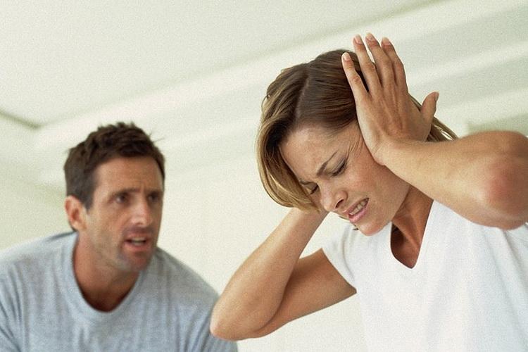 Муж обижает: что делать, если он постоянно оскорбляет и унижает жену, придирается и критикует ее по мелочам? Советы психолога