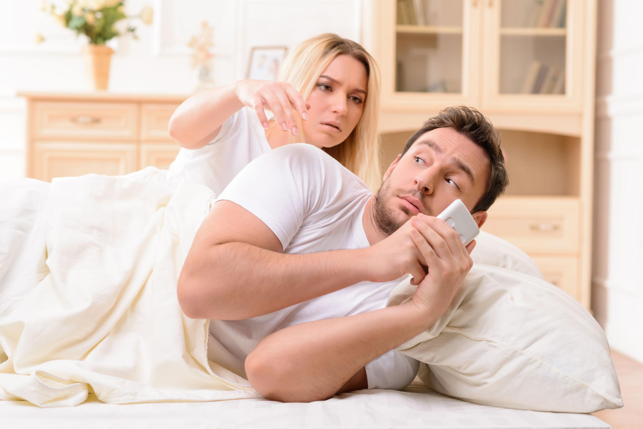 Видео о измене супругов думала