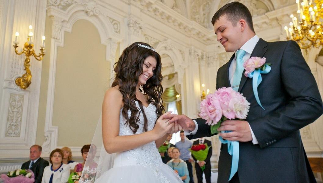Свадебные букеты при загсе на английской набережной
