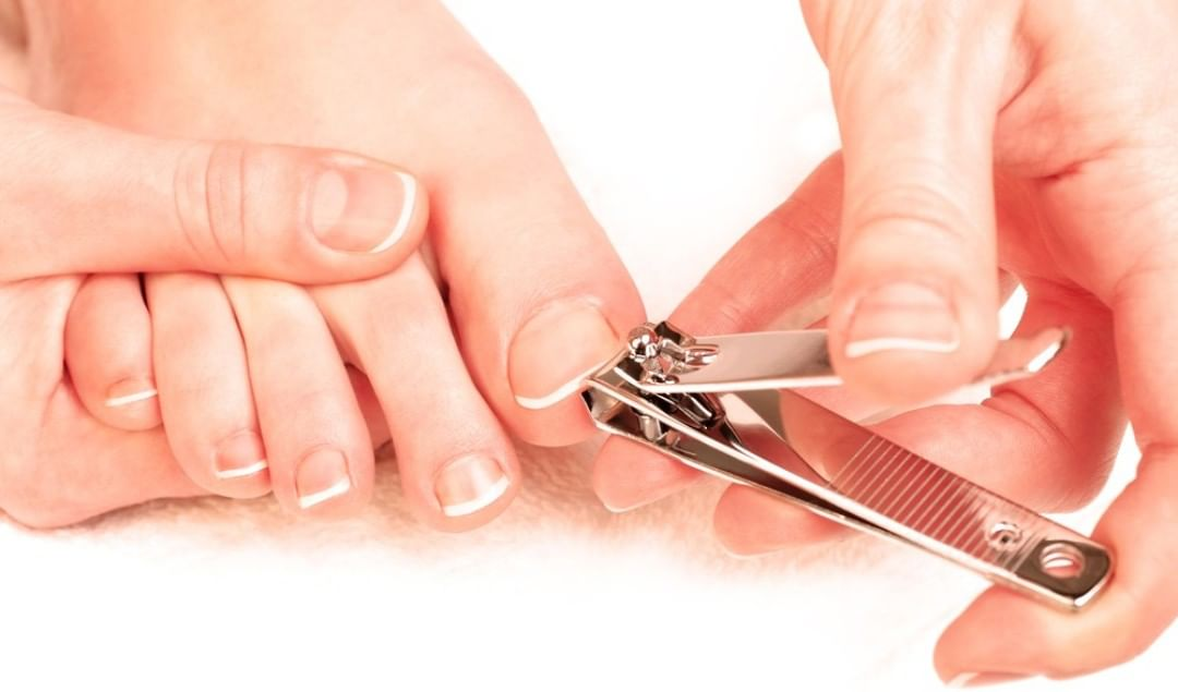 Хорошо выполнять любые виды маникюра, педикюра, наращивания ногтей.