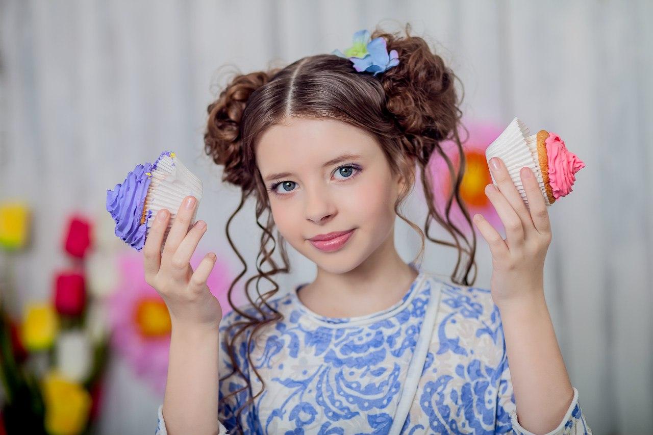 Выбор прически на праздник для девочек