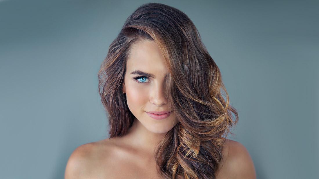 место что такое брондирование волос фото яркие тона