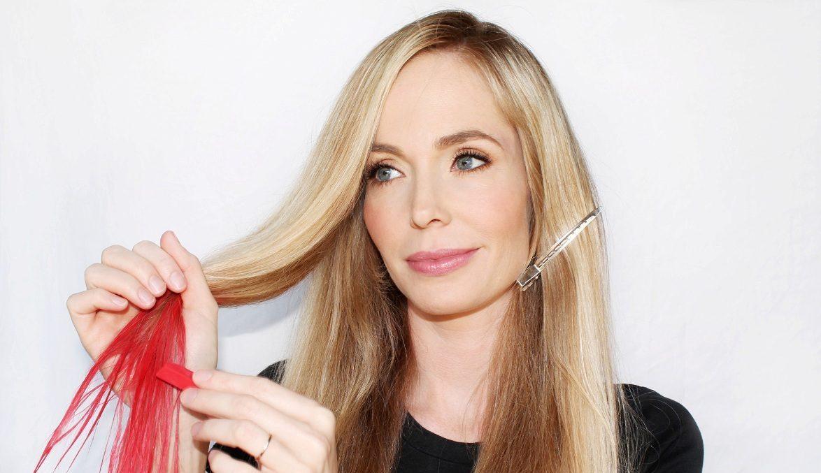 Как покрасить волосы без краски? Чем в домашних условиях можно сделать волосы темными или белыми? Как затемнить седые пряди?