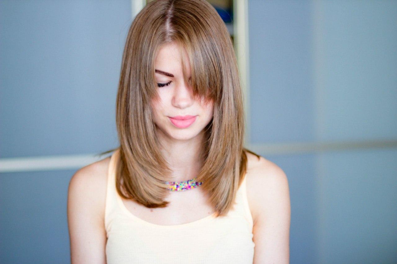 Лесенка на волосы средней длины без челки