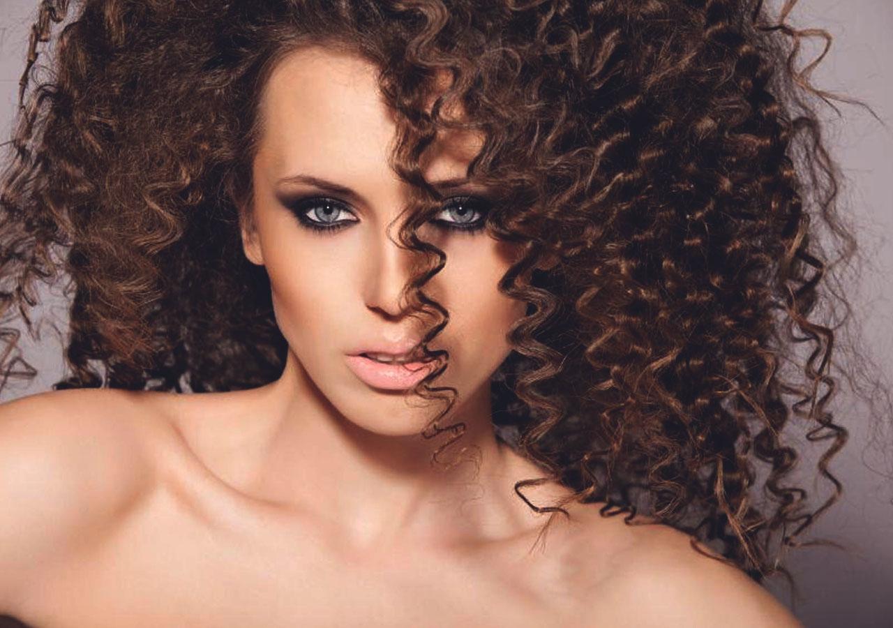 Спиральная химия и вертикальная завивка на средние волосы