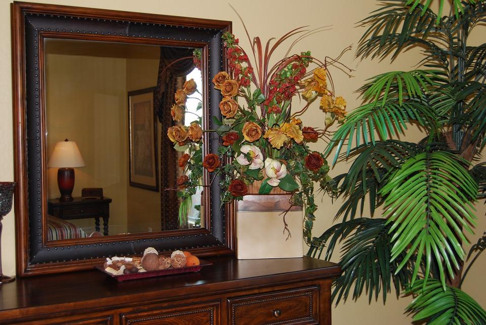 Зеркало по фэншуй (26 фото): можно ли вешать его напротив входной двери в прихожей или в ванной комнате? Зеркало напротив окна в квартире