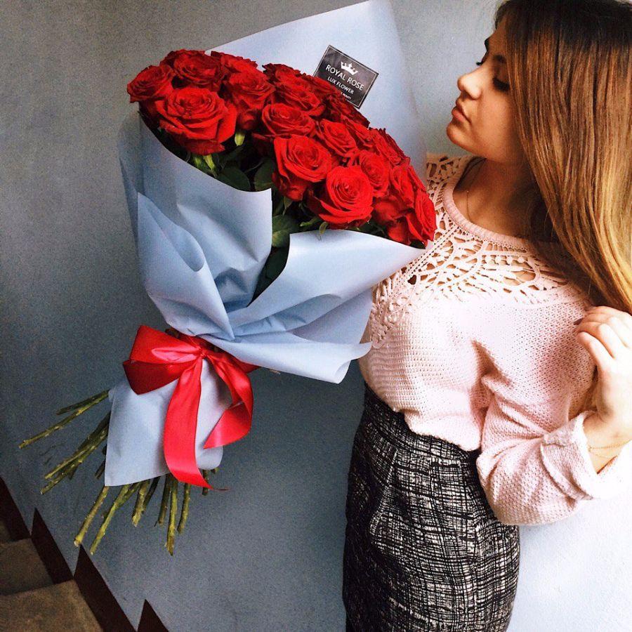 Подарок девушке на день влюблённых
