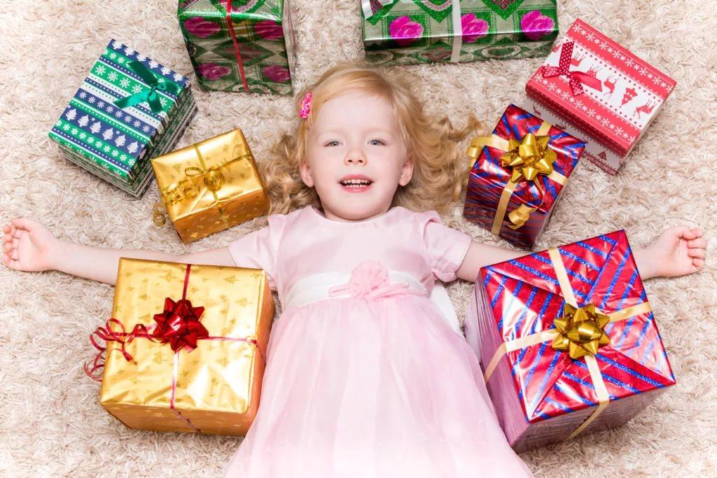 что можно подарить детям на новый год в картинках данного костела