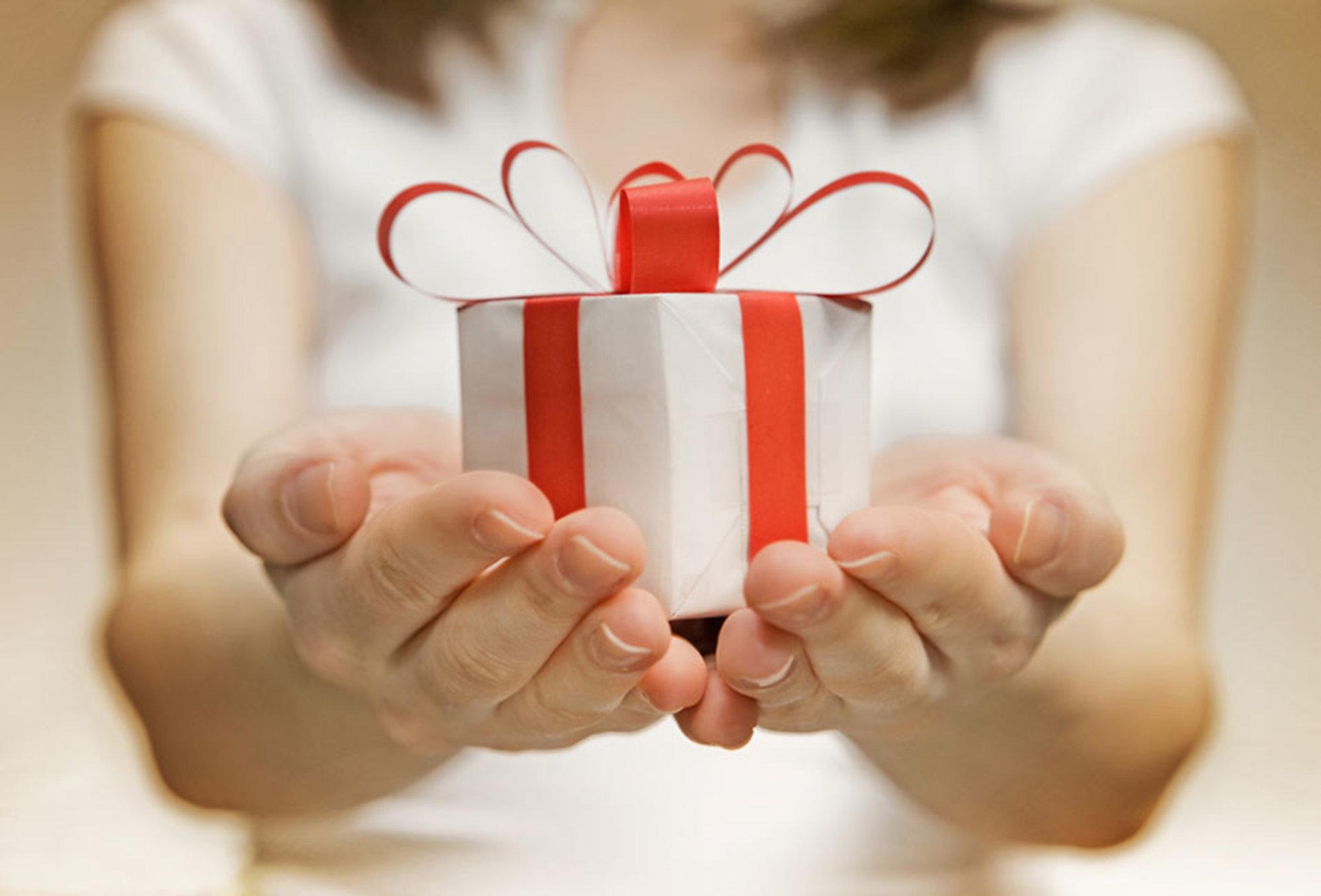 Мы дарим подарок картинка