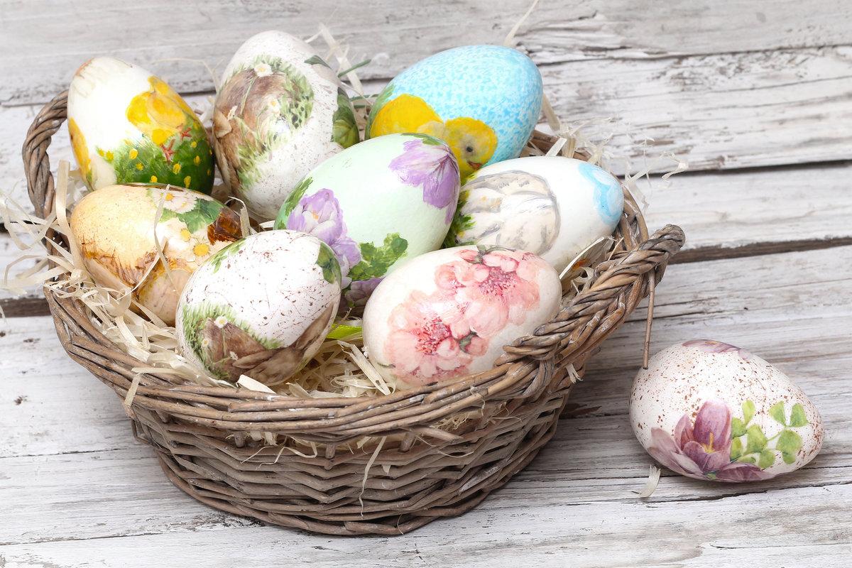 pashalnye-yajca-v-tehnike-dekupazh Декупаж пасхальных яиц (38 фото): мастер-класс по декорированию деревянных яиц салфетками в технике декупаж