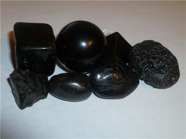 Камень черный оникс и его магические свойства по знакам Зодиака