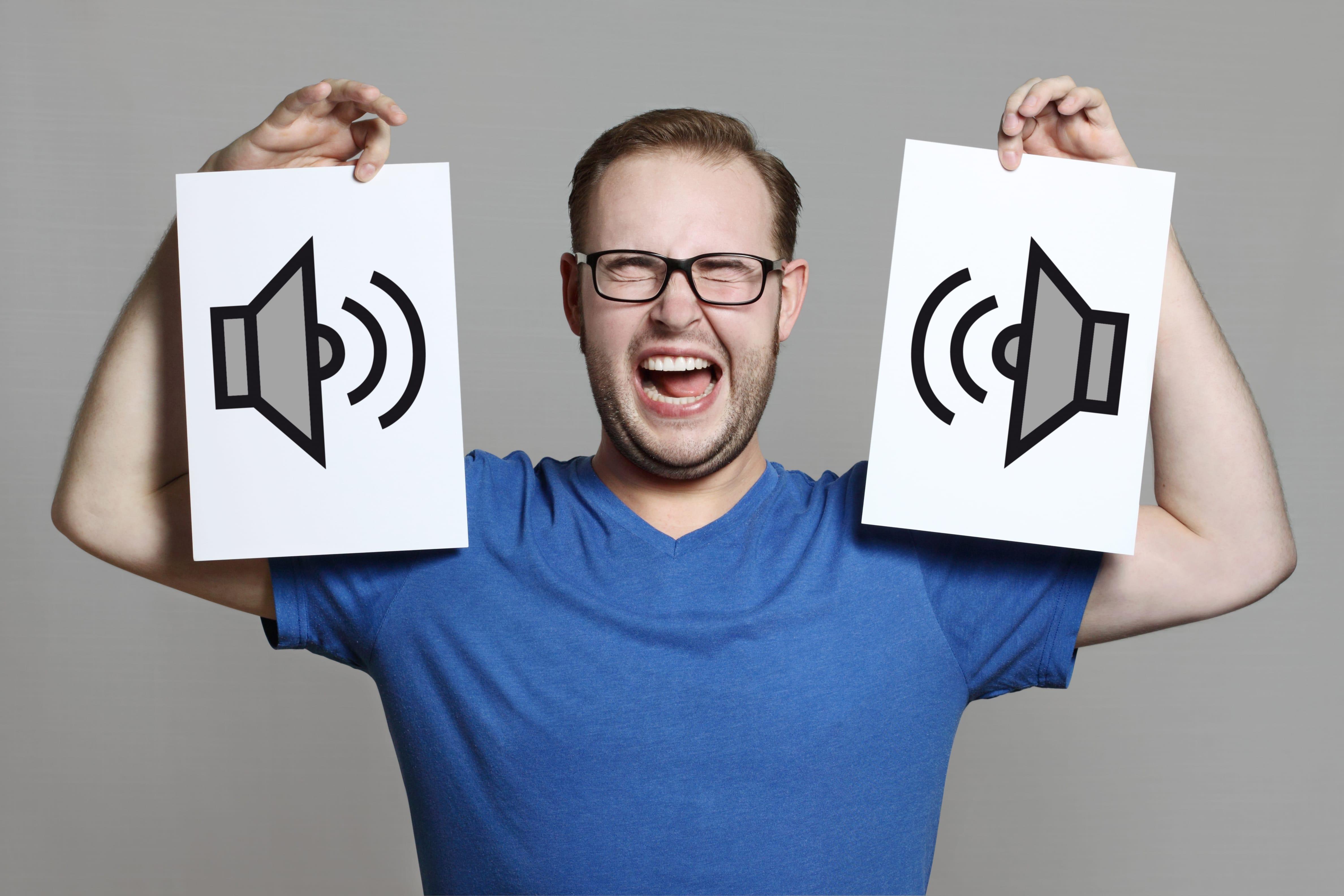 Картинка шум и человек