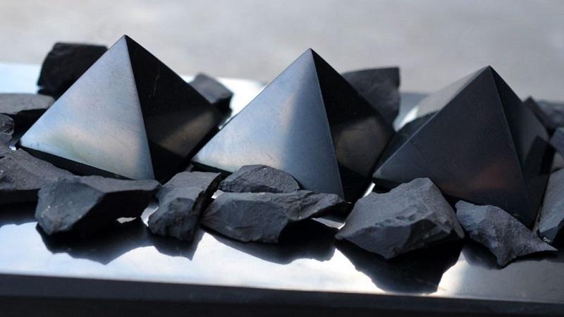 Шунгит (51 фото): целебные, магические и другие свойства камня. Чем полезен минерал? Его вред и значение