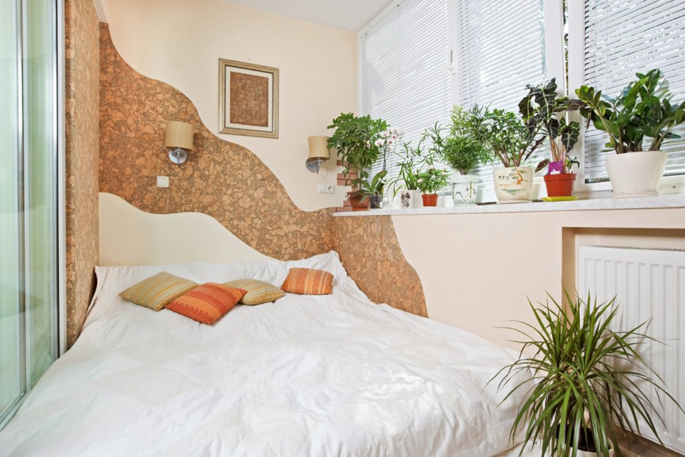 Спальня на балконе 55 фото как сделать спальное место на лоджии спальня с выходом на балкон идеи