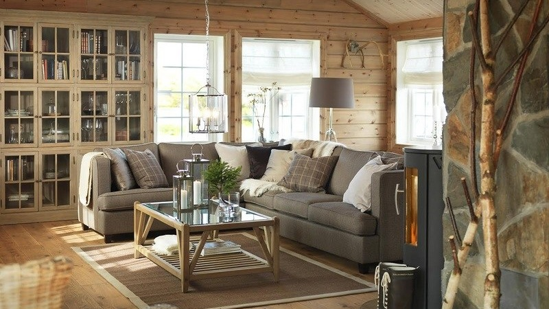 Интерьер гостиной на даче в деревянном доме