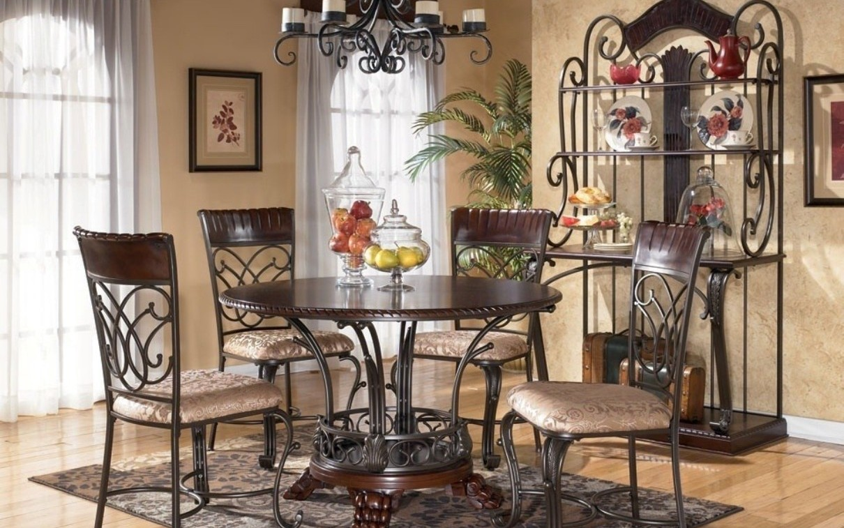 Картинки интерьера кухни столы и стулья металические дерево